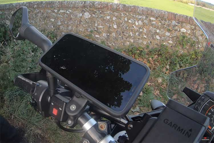 WHICH PHONE MOUNT IS BETTER FOR MOTORCYCLE